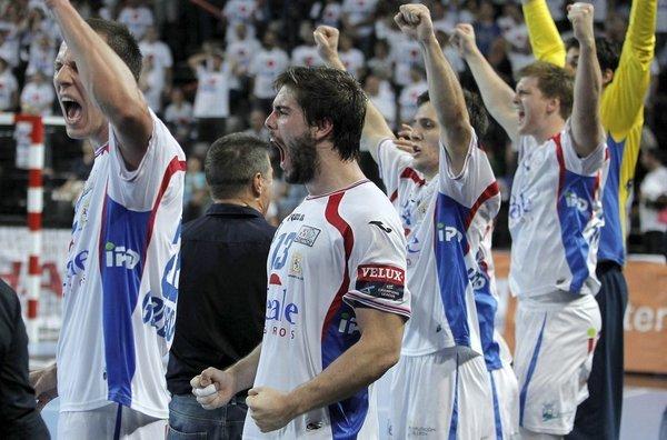 El banquillo ademarista celebra la victoria frente al Montpellier.
