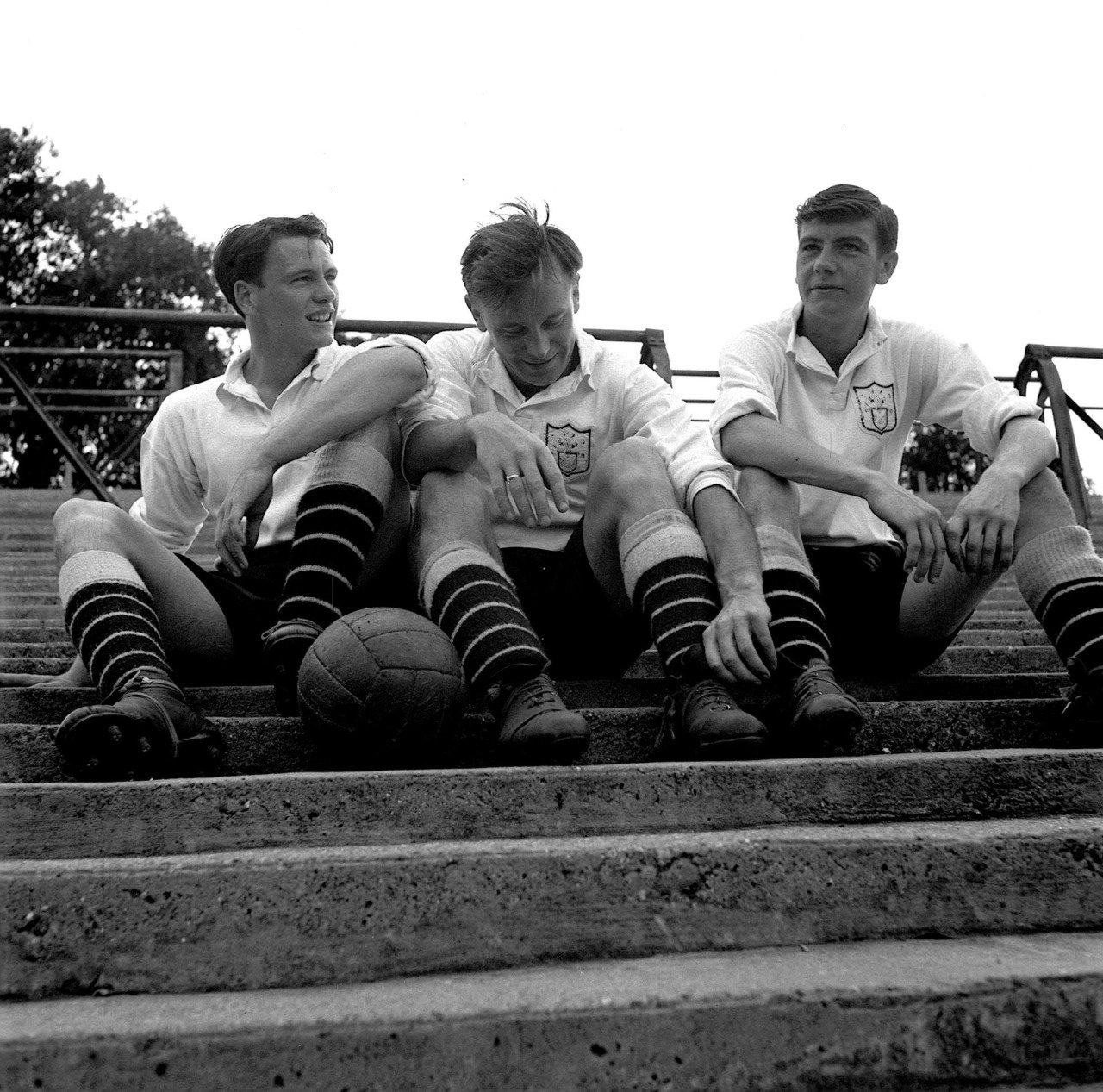 Bobby Robson (izquierda) junto a Bedford Jezzard (centro) y Johnny Haynes.