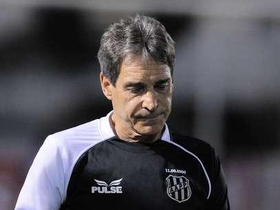 Treinador sofreu três derrotas consecutivas no Campeonato Brasileiro e vive com problemas de saúde Foto: Rodrigo Villalba / Futura Press