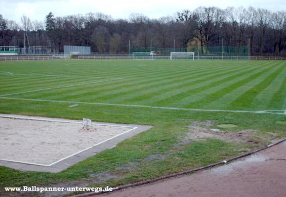 Porschestadion, estádio com capacidade para 6 mil torcedores, utilizado pelo sub 19 (Foto: Stadionwelt)