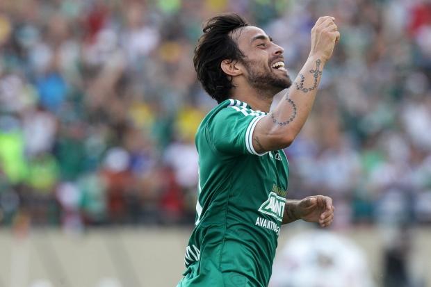 Valdivia comemora o gol de empate (FOTO: Estadão)