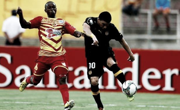 Jorge Rodríguez y un venezolano disputando la bola