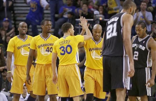 Primera aparición de las cuestionadas camisetas con mangas de la NBA.