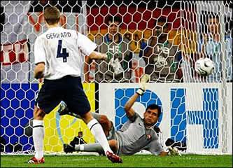 Ricardo le detiene en penalti a Gerrard en el Mundial 2006