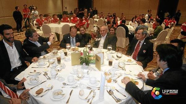 A la cena acudieron los directivos del Almería y representantes de la LFP. Imagen vía http://www.lfp.es/