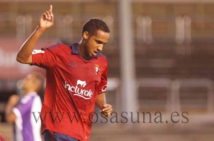 Onwu celebra un gol con la pretemporada pasada. Fotografía: Osasuna.es.