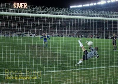 El gol de Villarreal para que Boca elimine a River. (Fuente: cabj-blog.blogspot.com)