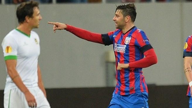Rusescu festeja o primeiro de dois golos (foto: uefa.com)