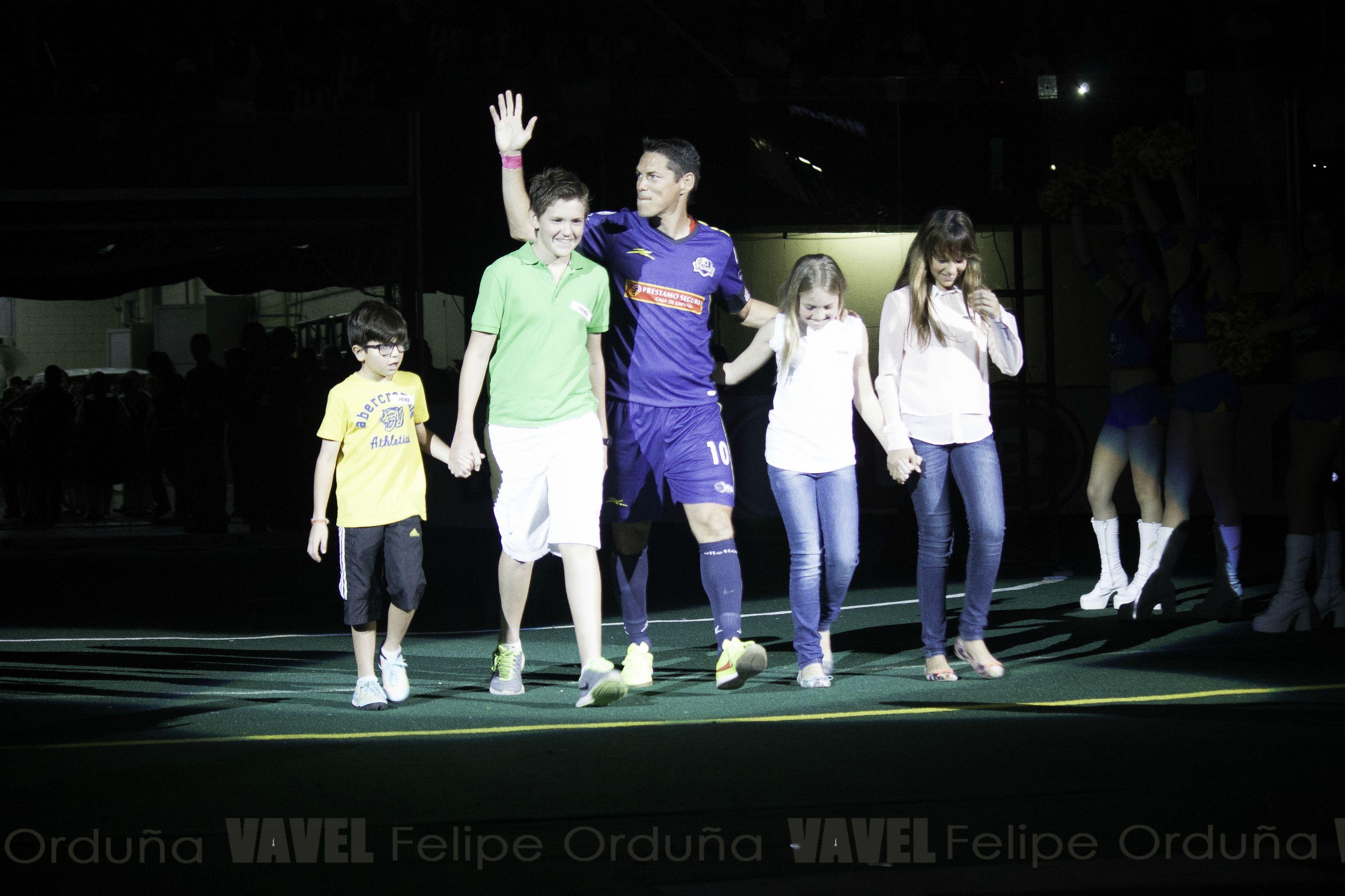 Se le brindo una cálida bienvenida al mas reciente jugador del equipo, la leyenda del fútbol Mexicano, Guillermo Franco.