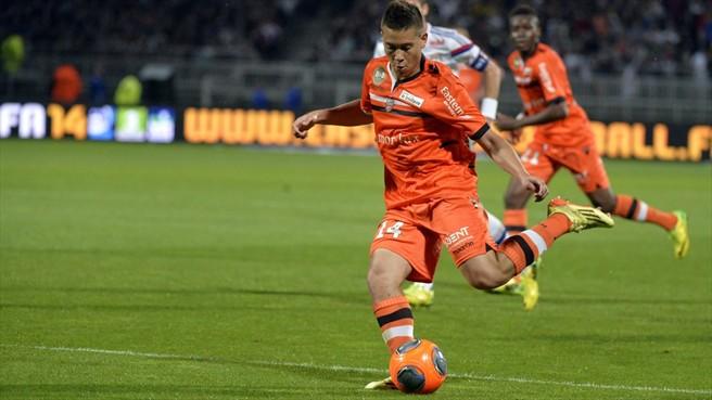 Raphael Guerreiro, atuando pelo Lorient. (Foto: AFP/Getty Images)