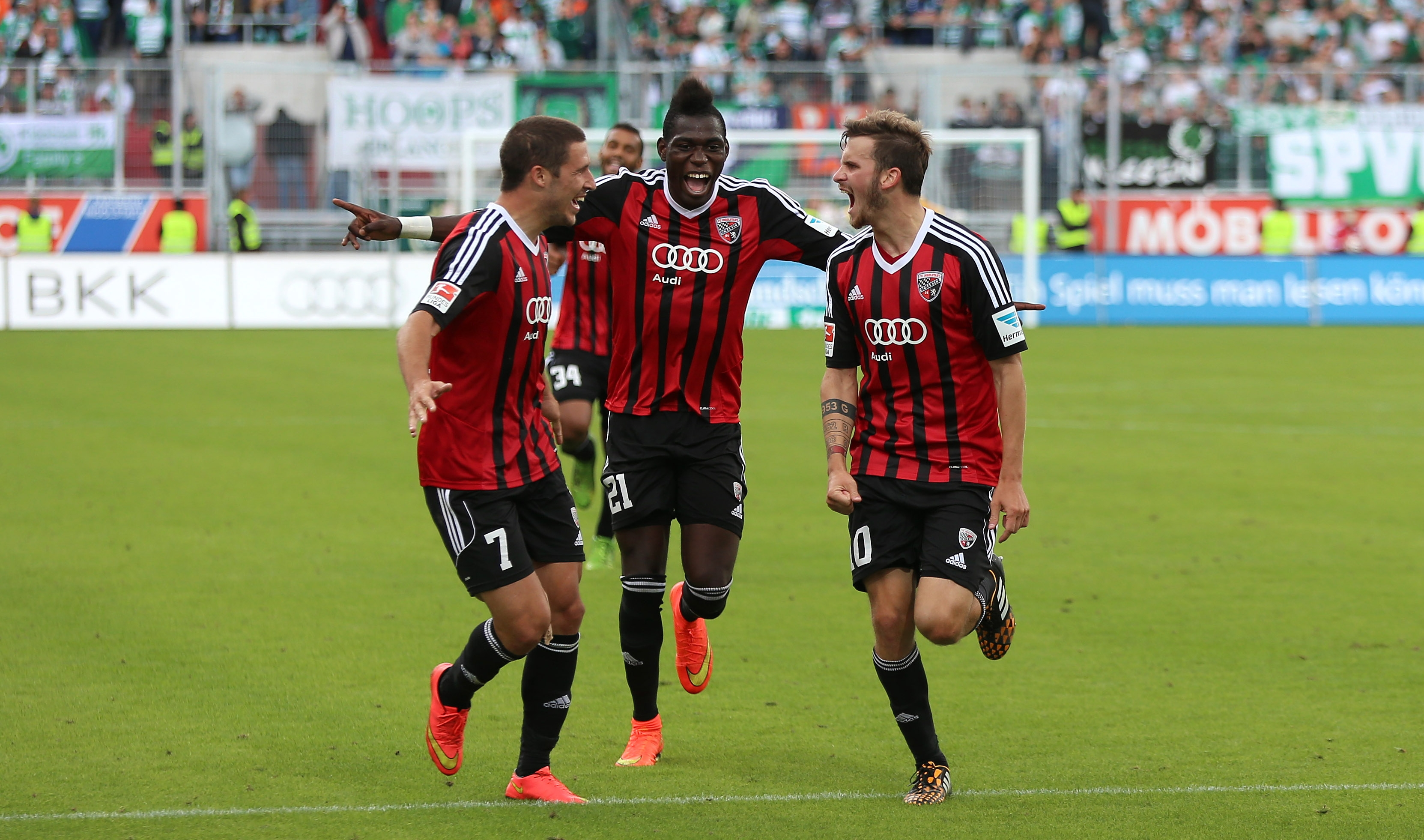 A team effort: Groß celebrates with Danny da Costa and Mathew Leckie. (Credit: FC Ingolstadt)