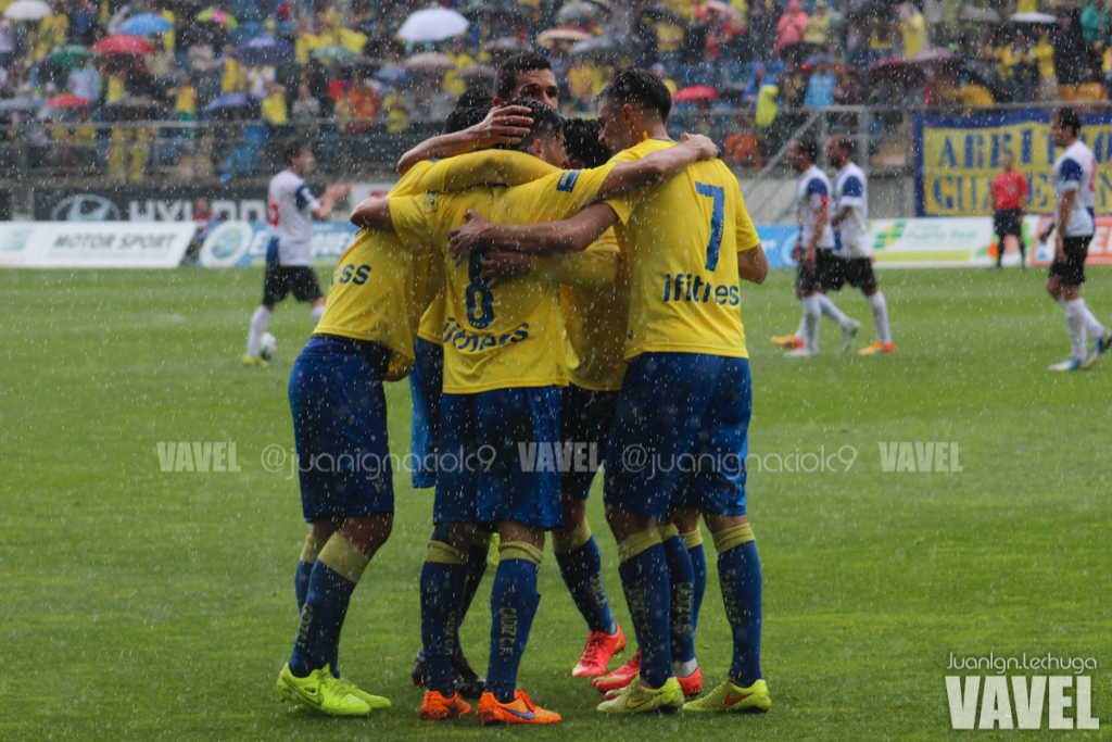 Celebración de los jugadores del Cádiz en el partido ante el Hércules