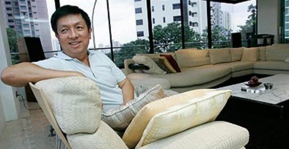 Peter Lim en uno de sus pisos en Singapur, donde amasó su fortuna