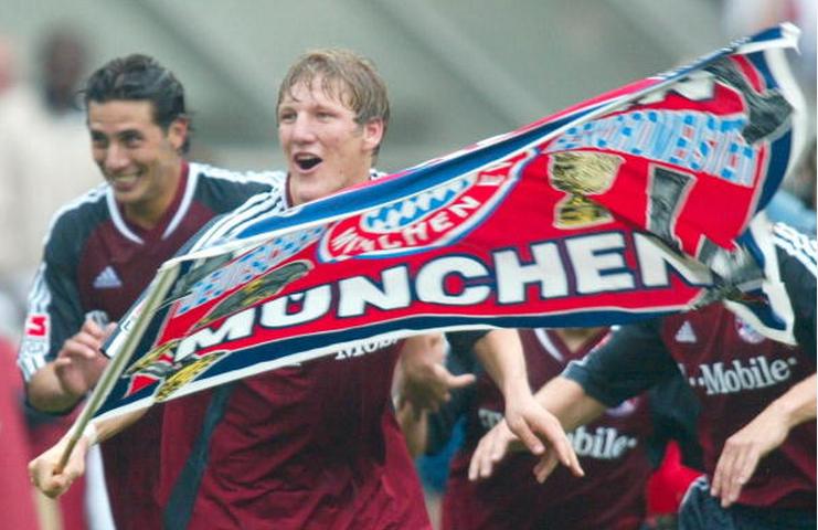 Schweinsteiger (centre) celebrating Bayern Munich's triumph in his debut season.