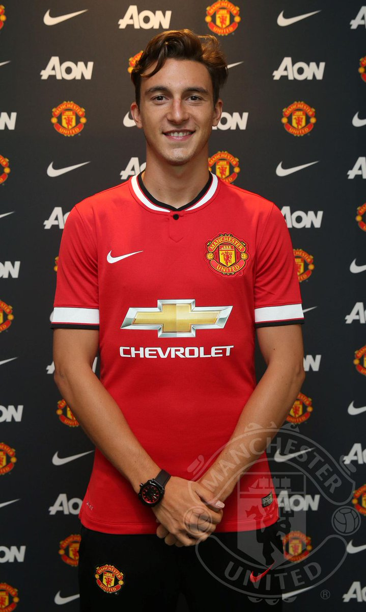 Matteo Darmian signs for Manchester United