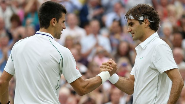 Federer - Djokovic en un partido de WImbledon