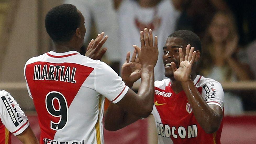 Cavaleiro y Martial celebran un gol