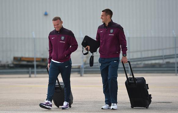 Tom Heaton with Wayne Rooney