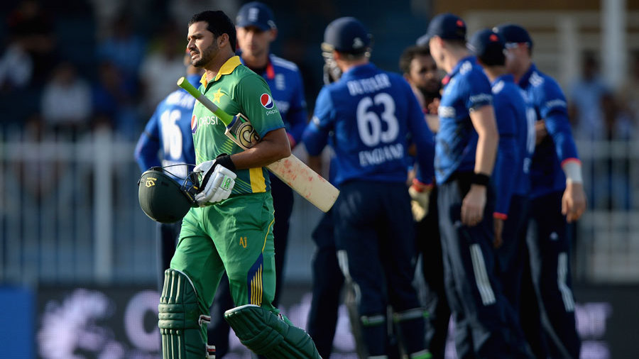 Anzar Ali walks off after being run out, one of three in the Pakistan Innings (photo: yahoo)