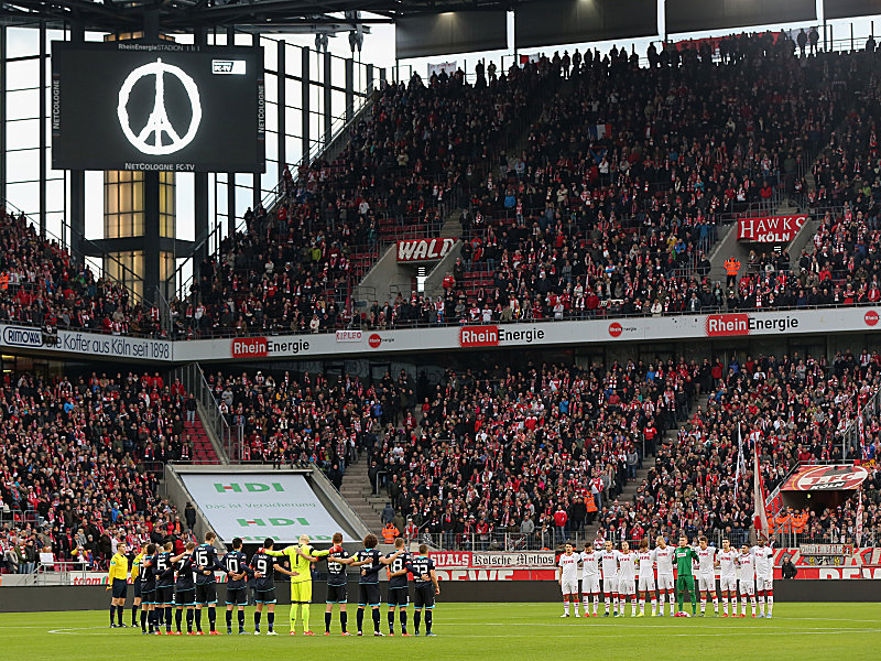 The minute's silence, like every Bundesliga ground, was magnificently observed. (Image credit: kicker)