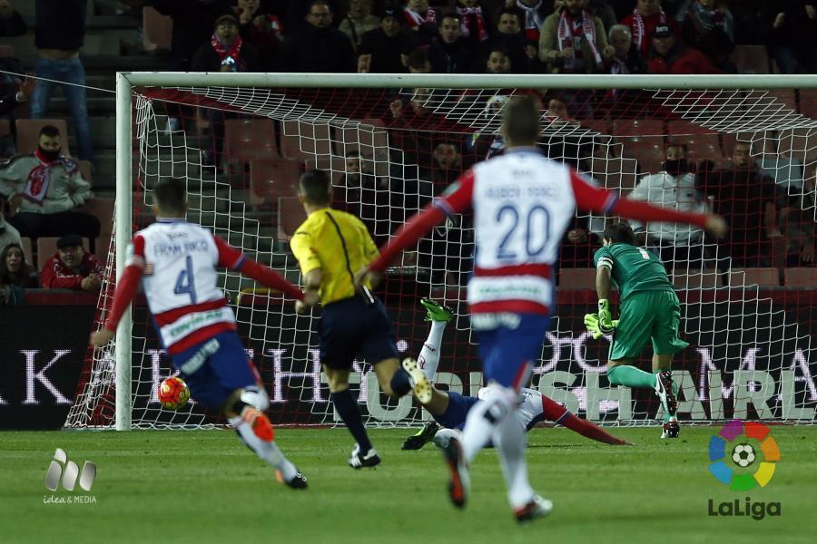 Momento del gol en propia puerta del Athletic Club. Fotografía: LFP