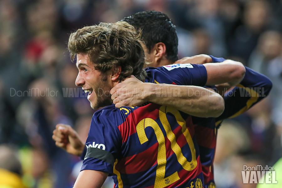 celebración del gol Sergi Roberto y Luis Suarez
