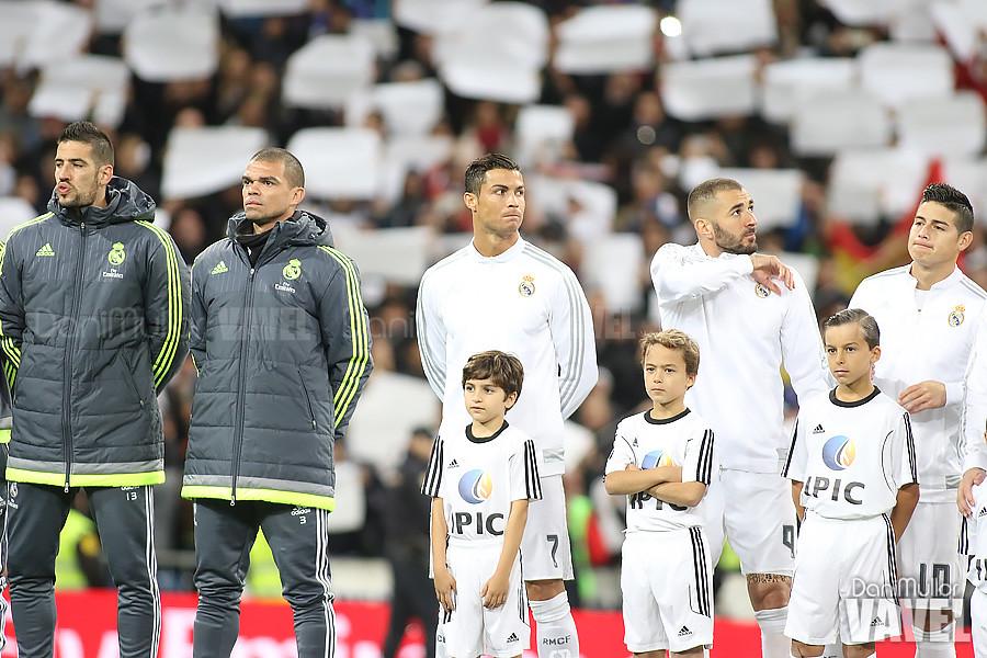 Cristiano Ronaldo y Benzemá posan para los medios