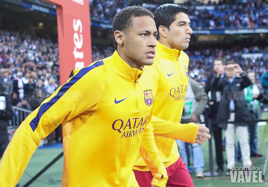 Neymar y Luis Suarez saltan al terreno de juego