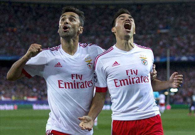 Jonas y Gaitán celebran un tanto en el Calderón