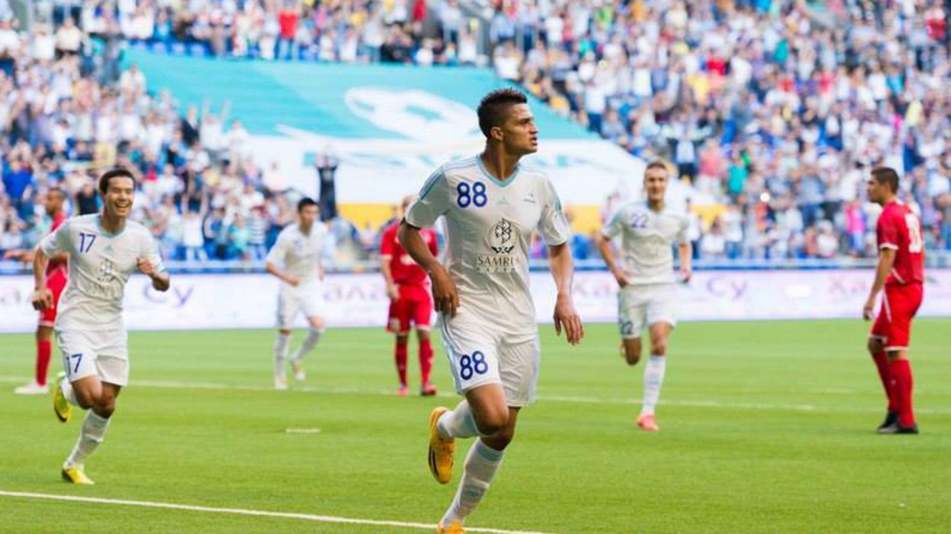 Roger Cañas celebra gol esta temporada