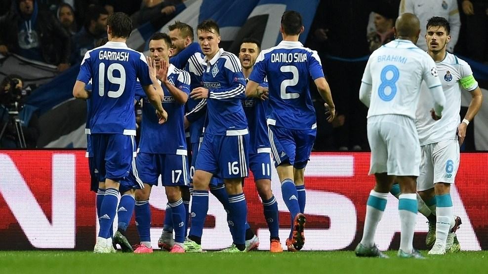 Los jugadores del Dinamo Kiev celebran el tanto de Yarmolenko
