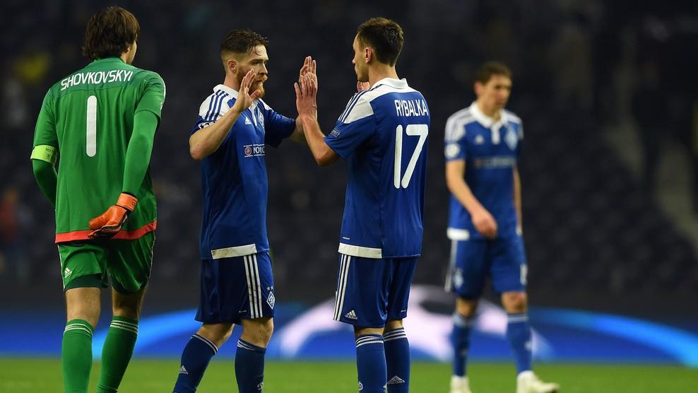 Los jugadores del Dinamo de Kiev celebran la victoria