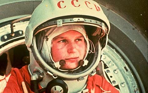 Iuri Gagarin, antes de ser levado ao espaço a bordo da Vostok 1 (Foto: Reprodução/Time Magazine)