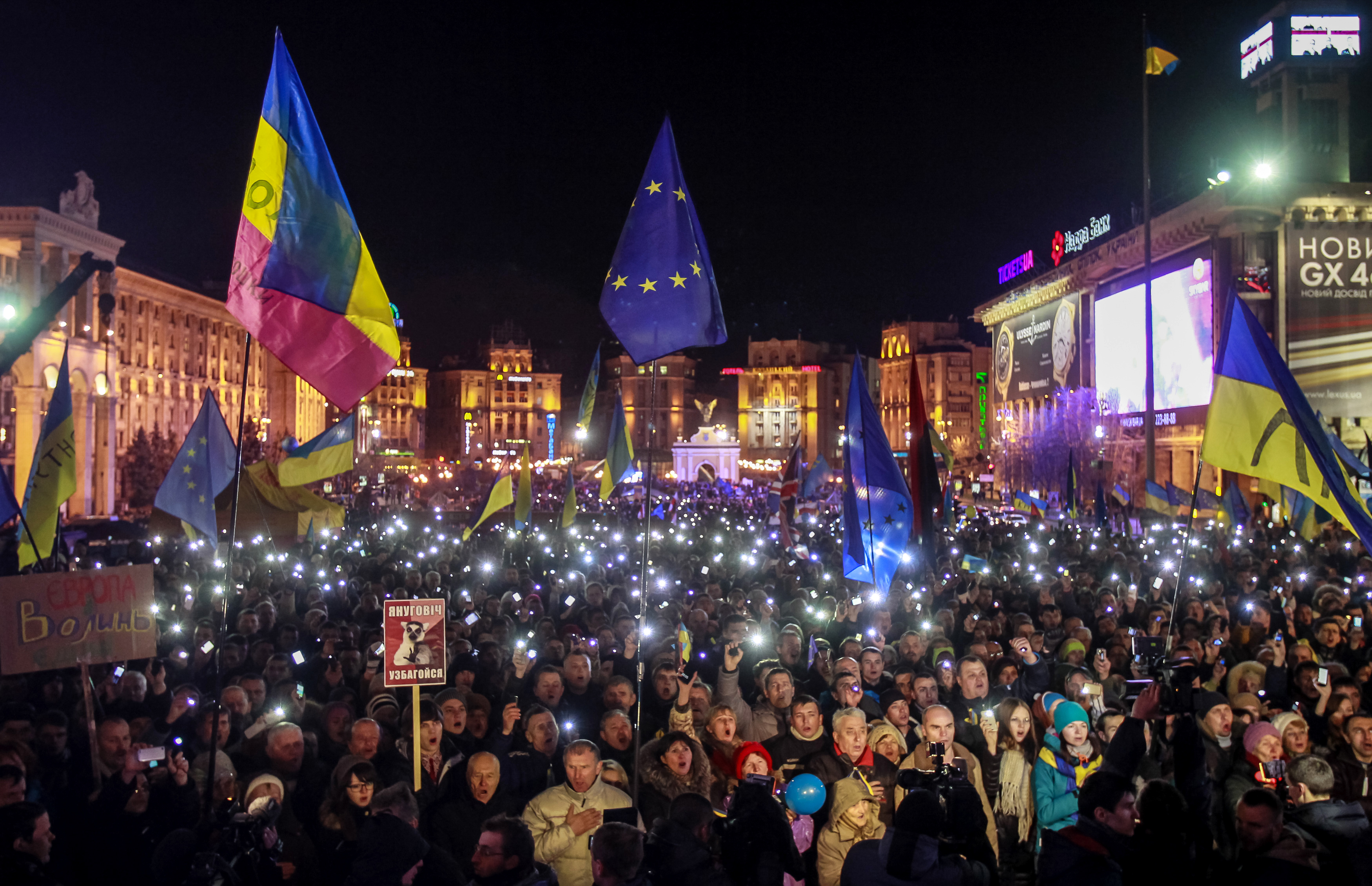 Manifestação ocorrida em 29 de novembro de 2013 na cidade de Kiev a favor do acordo com a União Europeia (Foto: Reuters/Gleb Garanich)