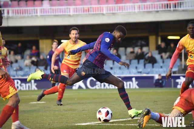 Moussa Wagué disparando hacia la portería del Club Deportivo Alcoyano en la jornada 20 de la Segunda División B   Foto de Noelia Déniz, VAVEL