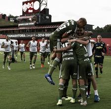 Palmeiras bate Vitória fora de casa e fica próximo dos lideres