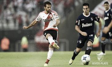 River Plate engata quinta vitória seguida no Argentino ao bater Quilmes com gols de Alario