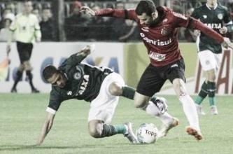 Goiás e Brasil de Pelotas empatam com gols relâmpago, pênalti perdido e expulsões