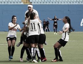 Corinthians goleia Grêmio e deixa equipe gaúcha próximo do rebaixamento