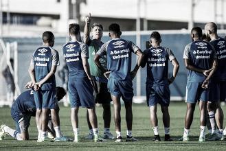 Grêmio tem treino fechado e dúvidas na escalação, mas divulga relacionados ante Zamora