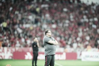 """Guto Ferreira comemora liderança e não se preocupa com erros na vitória do Inter: """"É normal"""""""