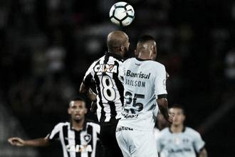Botafogo e Grêmio duelam pela ida das quartas da Libertadores com suspense e casa cheia