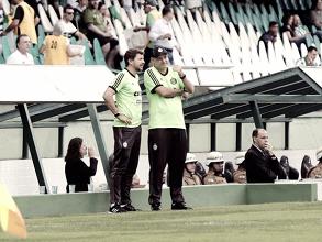 """Sandro Forner comemora título, mas pondera: """"Quarta-feira já tem mais um jogo importante"""""""