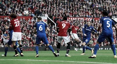 Uno scatto un attimo prima che Valencia sblocchi il match. | Manchester United, Twitter.