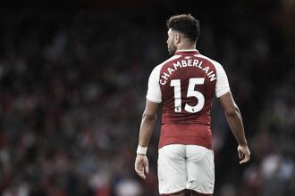 Alex Oxlade-Chamberlain con la maglia dell'Arsenal.   Fox Sports.