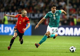 Andrés Iniesta e Sami Khedira sono due dei migliori centrocampisti della loro generazione.   Germany, Twitter.