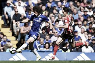 David Luiz con un elegante tocco d'esterno nella gara di oggi.   Chelsea FC, Twitter.