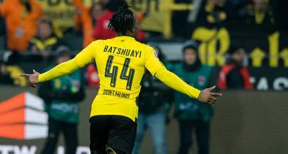 Michy Batshuayi esulta per il suo gol di ieri contro l'Amburgo.   bvb.de