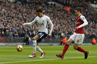 Dele Alli e Laurent Koscielny oggi in azione. | Tottenham Hotspur, Twitter.