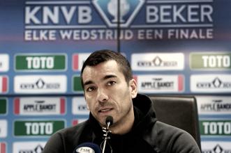 """Van Bronckhorst: """"El resultado del domingo no será decisivo"""""""